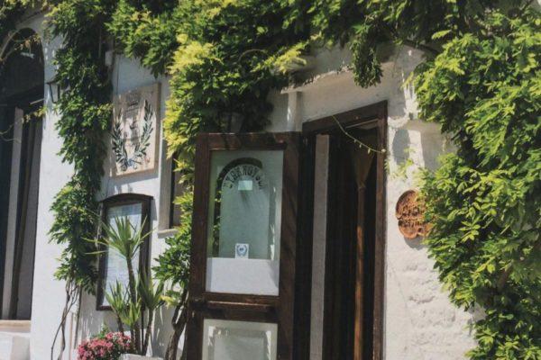 Allestimento con stampa latex, trulli. Rivestimento totale ristorante a Bari